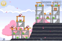 Angry Birds Seasons Hogs and Kisses уровень 4